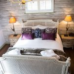 2014-woodland-escape-lodges-bedroom