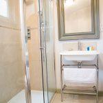 2014-woodland-escape-lodges-shower