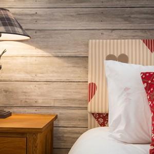 2014-woodland-rustic-lodges-bedroom