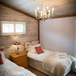 2014-woodland-rustic-lodges-twin-bedroom