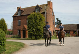 wellow-park-stables