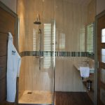 sherwood-hideaway-lodge-bathroom