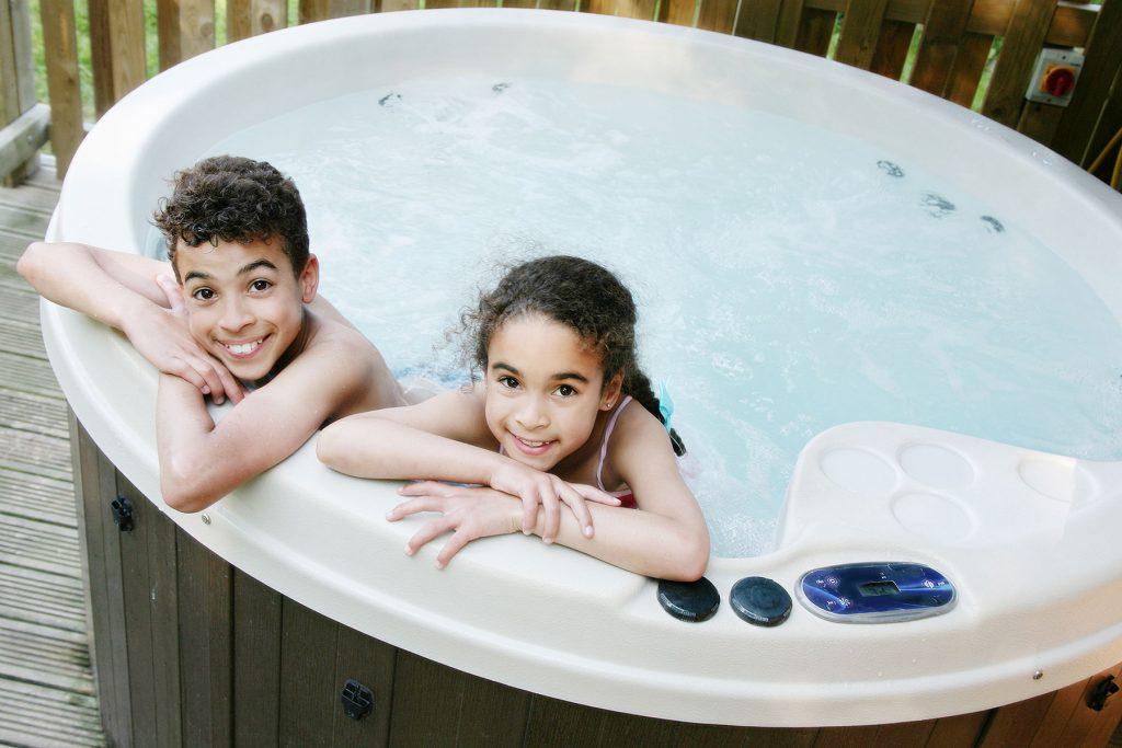 lodge-hot-tub